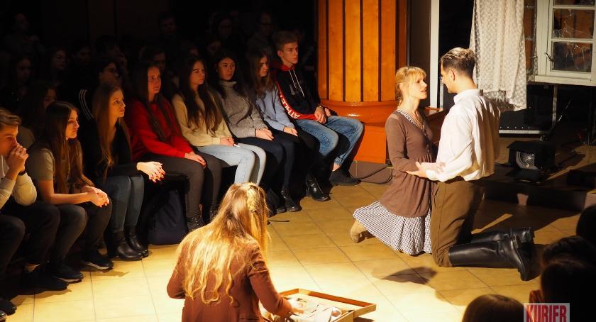 """Teatr, """"Wyklęci"""" propaganda - zdjęcie, fotografia"""