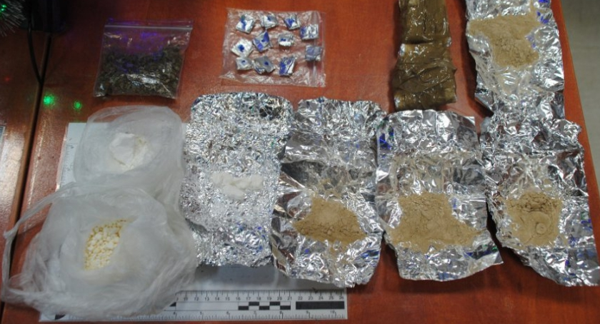 Narkotyki, Policja przechwyciła Pradze Północ gramów narkotyków - zdjęcie, fotografia