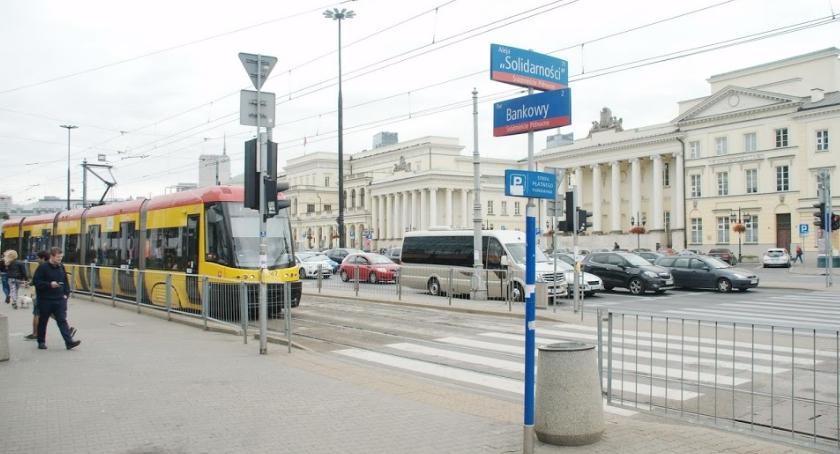 Tramwaje, Awaria sieci trakcyjnej okolicach miejskiego ratusza Bankowym występują duże utrudnienia - zdjęcie, fotografia