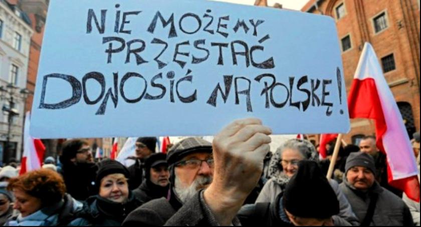 Polityka, Opozycja wychodzi Polski - zdjęcie, fotografia
