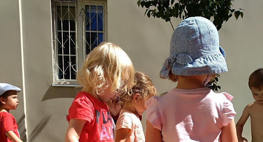 Dzieci i młodzież, Bezpieczne wakacje maluchem - zdjęcie, fotografia