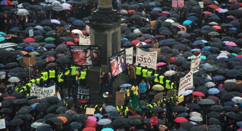 Protesty i manifestacje, Międzynarodowy Strajk Kobiet Sprawdź będzie działo - zdjęcie, fotografia