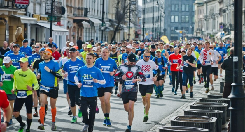 Biegi - maratony, tysięcy osób pobiegnie Półmaratonie Warszawskim - zdjęcie, fotografia