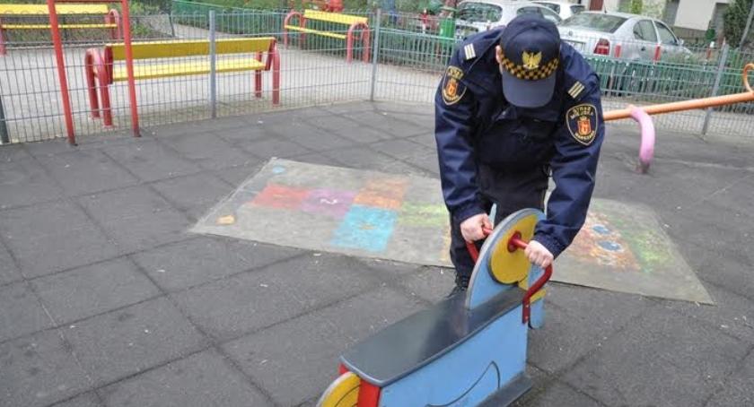 Bezpieczeństwo, placów zabaw uchybieniami tamtym wynik kontroli będzie teraz - zdjęcie, fotografia