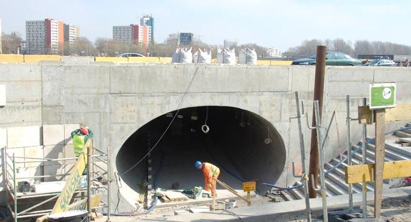Inwestycje, Przejściem podziemnym bulwary prace pełną parą - zdjęcie, fotografia