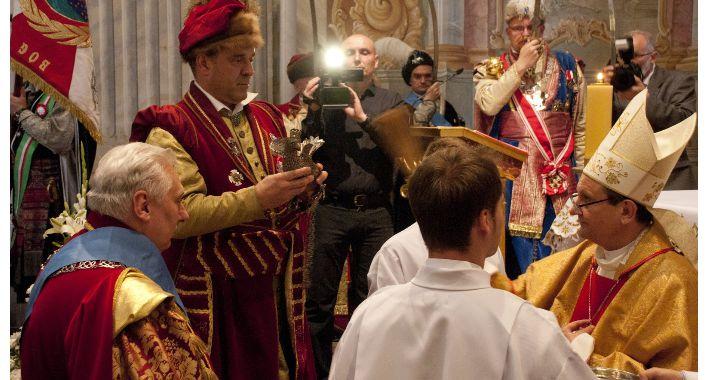 Religia - kościoły - święta, Imieniny Marii Anders Intronizacja Króla Kurkowego - zdjęcie, fotografia