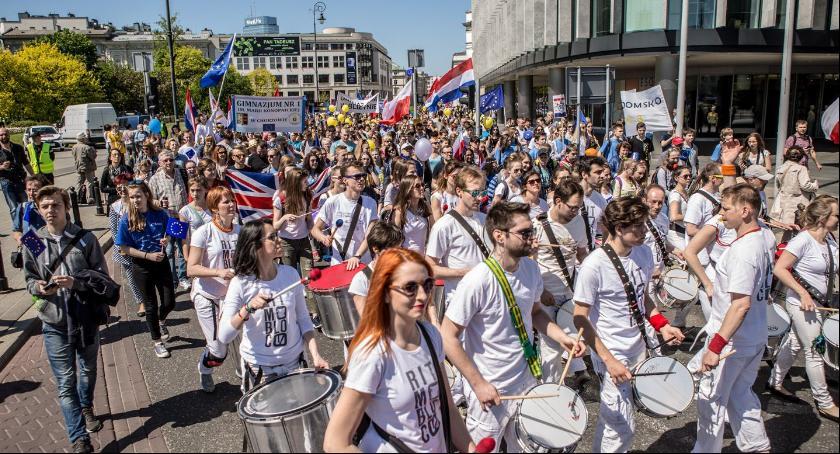 Protesty i manifestacje, Parada Schumana ulicach Warszawy - zdjęcie, fotografia