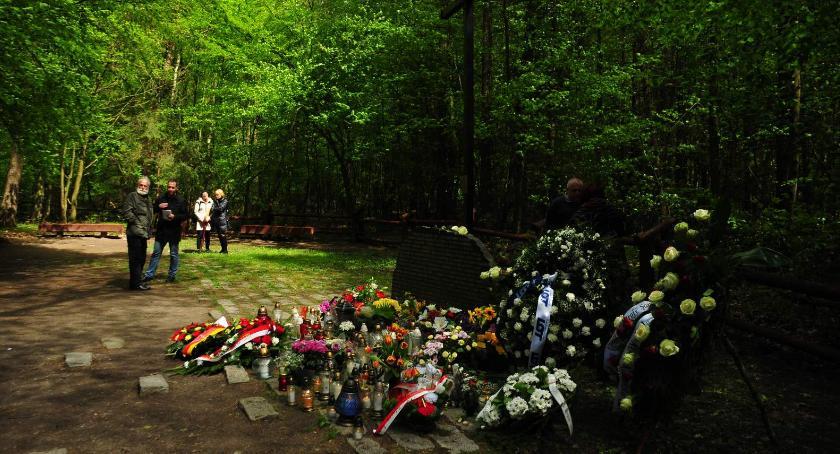 Wspomnienie, rocznica katastrofy lotniczej Lesie Kabackim - zdjęcie, fotografia