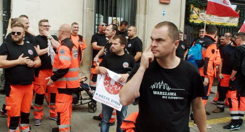 Protesty i manifestacje, Ratownicy medyczni protestowali dzisiaj Warszawie - zdjęcie, fotografia