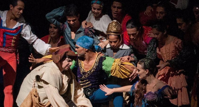 Teatry - spektakle - premiery , Spektakle plenerowe centrum Warszawy - zdjęcie, fotografia