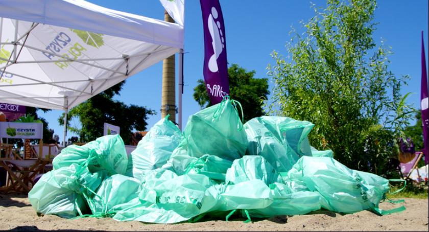 Blog, Sprzątanie bulwarów wiślanych Finał projektu Barefoot Projekt Czysta Plaża - zdjęcie, fotografia