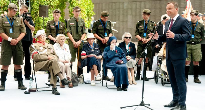Historia Warszawy, Prezydent odznaczył uczestników Powstania Warszawskiego [ZDJĘCIA] - zdjęcie, fotografia