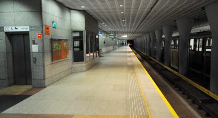 Metro, Uwaga! Możliwe wyłączenia stacjach! - zdjęcie, fotografia
