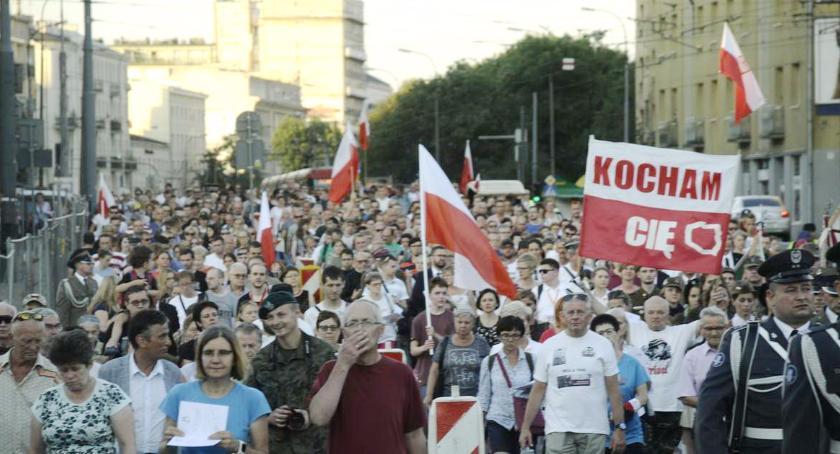 Historia Warszawy, Marsz uczcili pamięć poległych Powstaniu Warszawskim - zdjęcie, fotografia