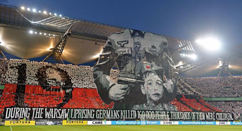 Bezpieczeństwo, pozwała Legię Warszawa powstańczą oprawę stadionie - zdjęcie, fotografia