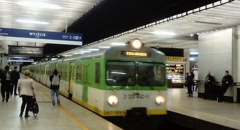 Koleje Mazowieckie, Dzięki aplikacji możemy śledzić gdzie pociąg który czekamy - zdjęcie, fotografia