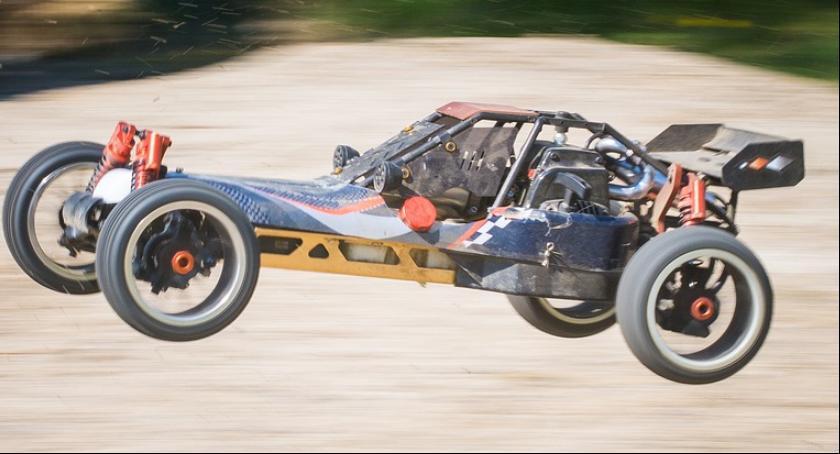 Wypadki, Zdalnie sterowany samochód zabawka może niebezpieczny - zdjęcie, fotografia