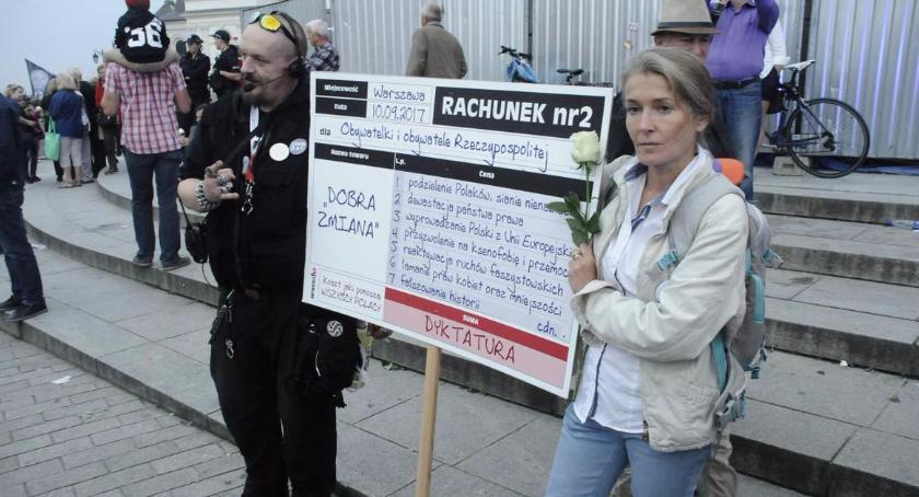Protesty i manifestacje, miesięcznica smoleńska - zdjęcie, fotografia