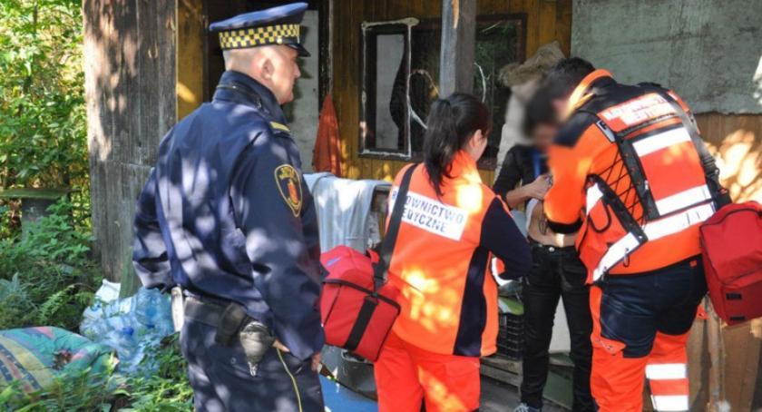 NEWS, Uliczny patrol medyczny czyli objazdowa pomoc ratownicza bezdomnych ubogich - zdjęcie, fotografia