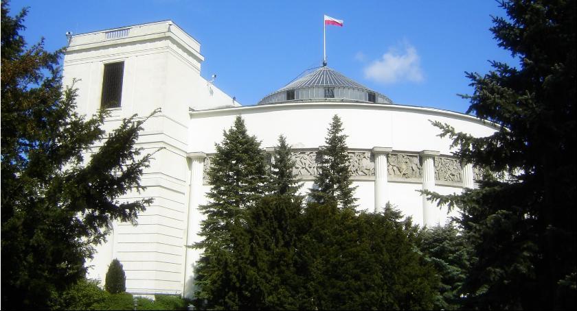 NEWS, Spór wokół budowy ogrodzenia wokół Sejmu Stołeczny Konserwator wydał negatywną decyzję - zdjęcie, fotografia