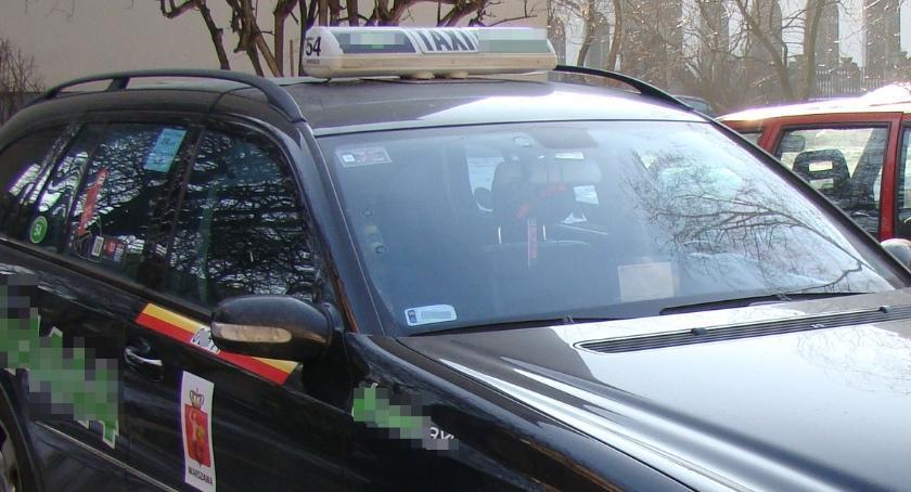Taksówki, Kontrole przewoźników Lotnisku Chopina dobrze - zdjęcie, fotografia