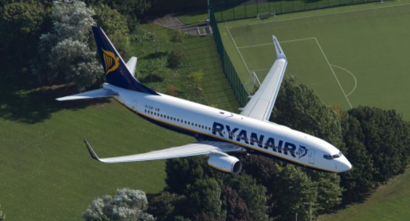 Lotniska, Ryanair wycofuje połączeń Warszawy Gdańska Wrocławia - zdjęcie, fotografia