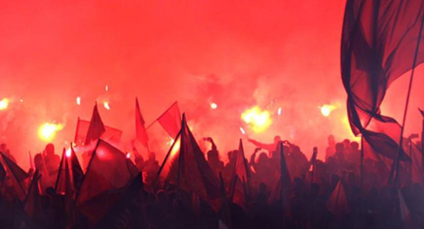Protesty i manifestacje, Kilkadziesiąt osób zatrzymanych Obywatele chcieli zablokować Marsz Niepodległości - zdjęcie, fotografia