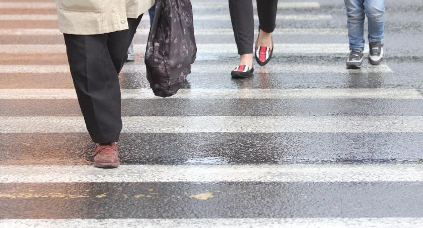 Wypadki, Wypadek rondzie Dmowskiego Potrącono kobietę - zdjęcie, fotografia