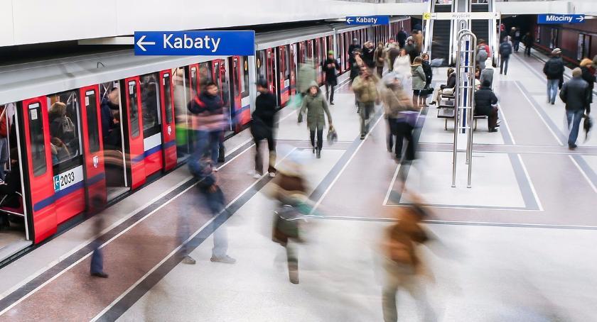 Metro, Warszawskie metro świętuje Mikołajki Niespodzianka pasażerów - zdjęcie, fotografia