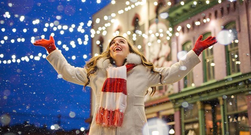 Ulice – place , Gdzie świąteczny spacer Miasto rzuca światło najlepsze trasy - zdjęcie, fotografia