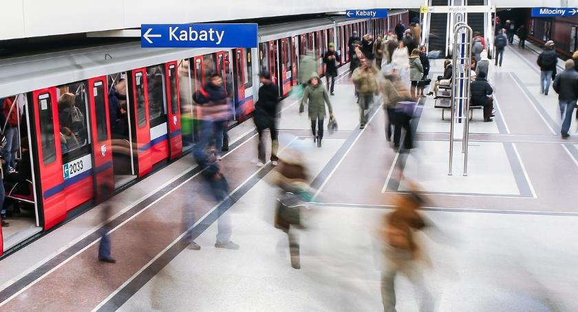 Metro, Porzucony bagaż Metro jeździło trasą skróconą - zdjęcie, fotografia