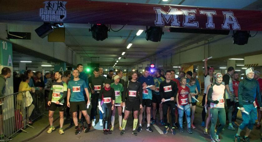 Biegi - maratony, Parking Relay czyli parkingu Arkadii [ZDJĘCIA] - zdjęcie, fotografia