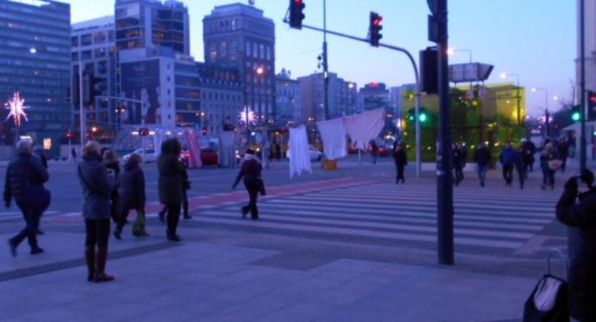 NEWS, Gdzie można suszyć pranie Wszędzie! Nawet pomiędzy sygnalizatorami Marszałkowskiej! - zdjęcie, fotografia