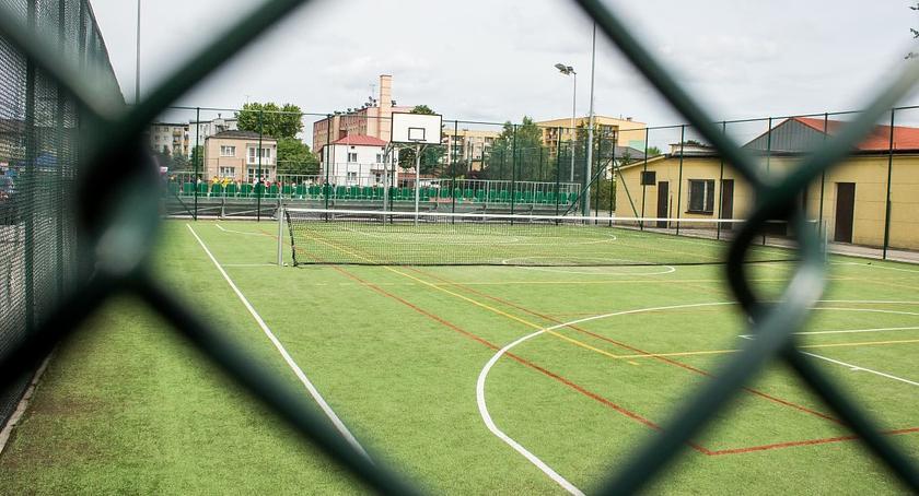 Zdrowie, Alarm smogowy lekcje przyszkolnym boisku - zdjęcie, fotografia