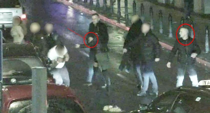 Poszukiwani, Kolejna prośba policji pomoc znasz mężczyzn zdjęć poszukiwani rozbój pobicie - zdjęcie, fotografia