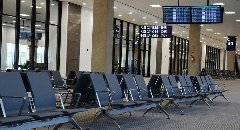 Lotniska, Zainwestują lotnisko Radomiu Modlinem - zdjęcie, fotografia