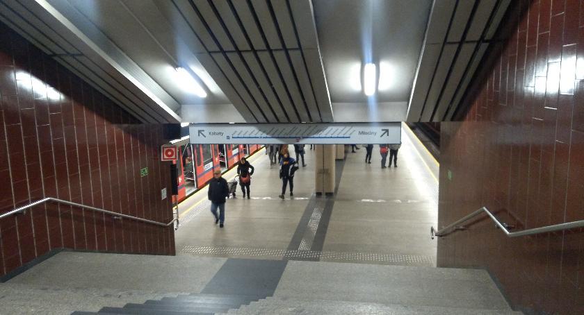 Metro, Będą pozostawiany bagaż metrze ewakuacji - zdjęcie, fotografia