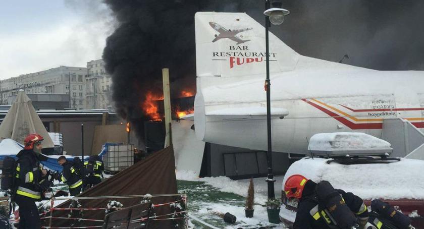 Bezpieczeństwo, Właściciel samolotu Placu Defilad zatrzymany związek pożarem [ZDJĘCIA] - zdjęcie, fotografia