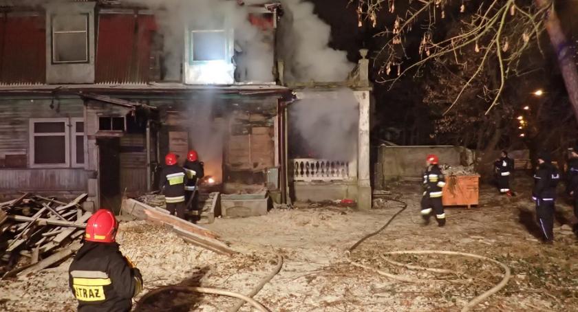 Pożary, Spłonął pustostan Aninie Jedna osoba żyje - zdjęcie, fotografia