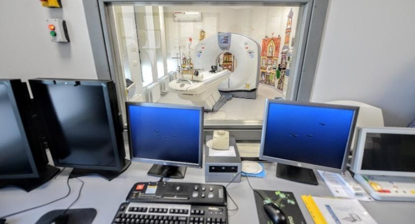 Zdrowie, Nowoczesny tomograf dzisiaj dziecięcym szpitalu Kopernika - zdjęcie, fotografia