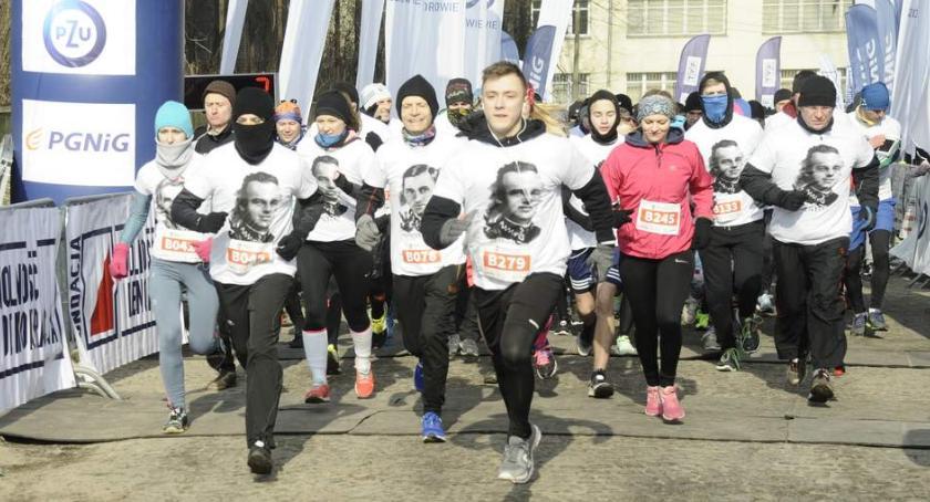 Biegi - maratony, Tropem Wilczym Warszawie [ZDJĘCIA] - zdjęcie, fotografia