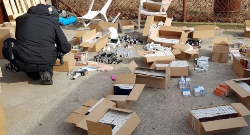Bezpieczeństwo, Magazyny podrabianych kosmetyków wartości wielu zlikwidowane akcja policji - zdjęcie, fotografia