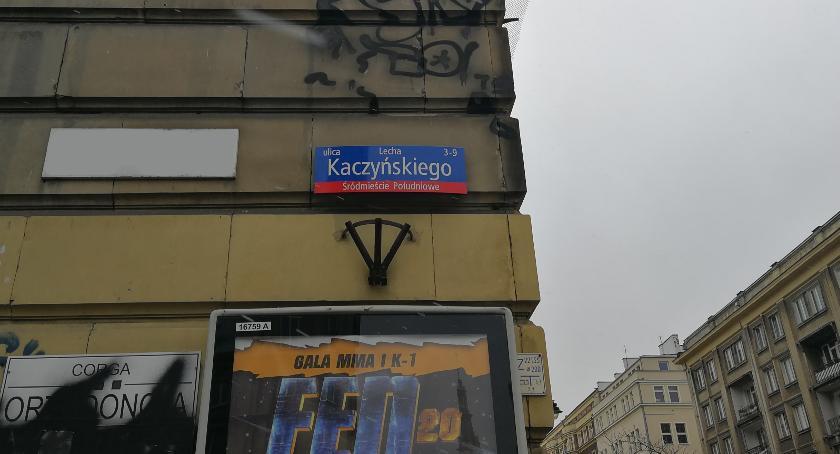 Drogi, Zmieniono tabliczki wzdłuż dawnej Armii Ludowej - zdjęcie, fotografia
