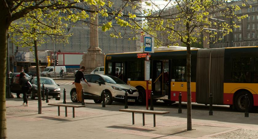 Ulice – place , Konstytucji mistrz parkowania - zdjęcie, fotografia