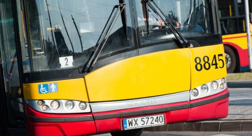 Ulice – place , Remont ronda Dmowskiego czyli samochody autobusy objazdach - zdjęcie, fotografia