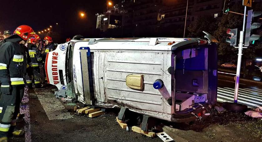 Wypadki, Jechał karetką sygnale spieszyło [ZDJĘCIA] - zdjęcie, fotografia