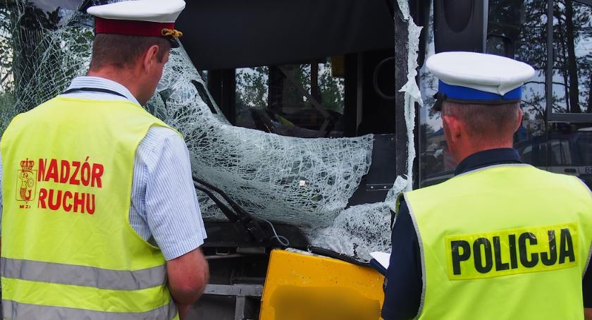 Wypadki, Zderzenie autobusem Pięć osób rannych jedna zginęła [ZDJĘCIA] - zdjęcie, fotografia