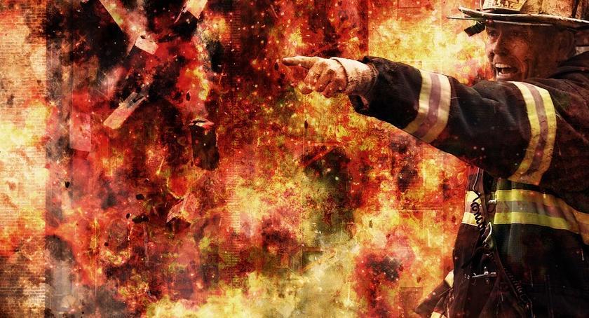 Pożary, Płonie sortownia śmieci Straż radzi pozamykać [PILNE] - zdjęcie, fotografia