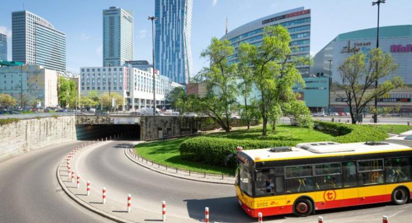 Transport publiczny - komunikacja, Długi weekend czyli spore zmiany komunikacji - zdjęcie, fotografia