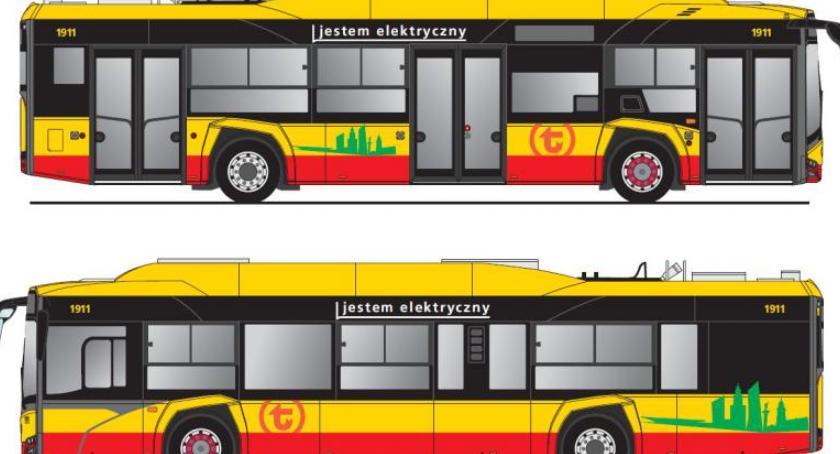 Autobusy, Jestem elektryczny jestem hybrydowy napisy autobusach - zdjęcie, fotografia